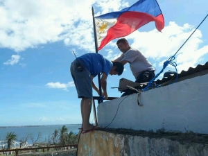 raising-flag[1]